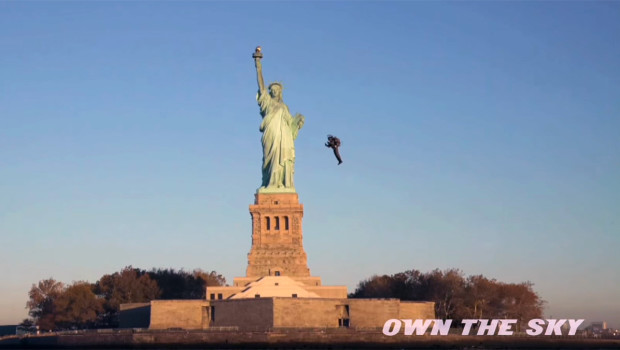 COMMUTE OF THE FUTURE: JetPack Pilot Flies Around Statue of Liberty
